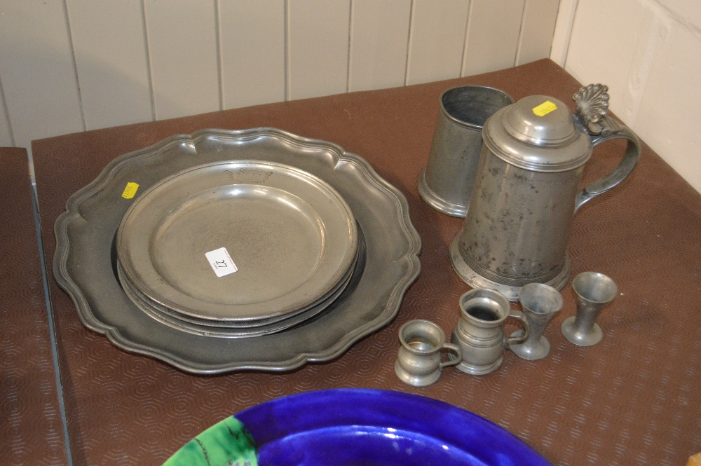 Lot 27 - A quantity of 18th Century and later pewter items