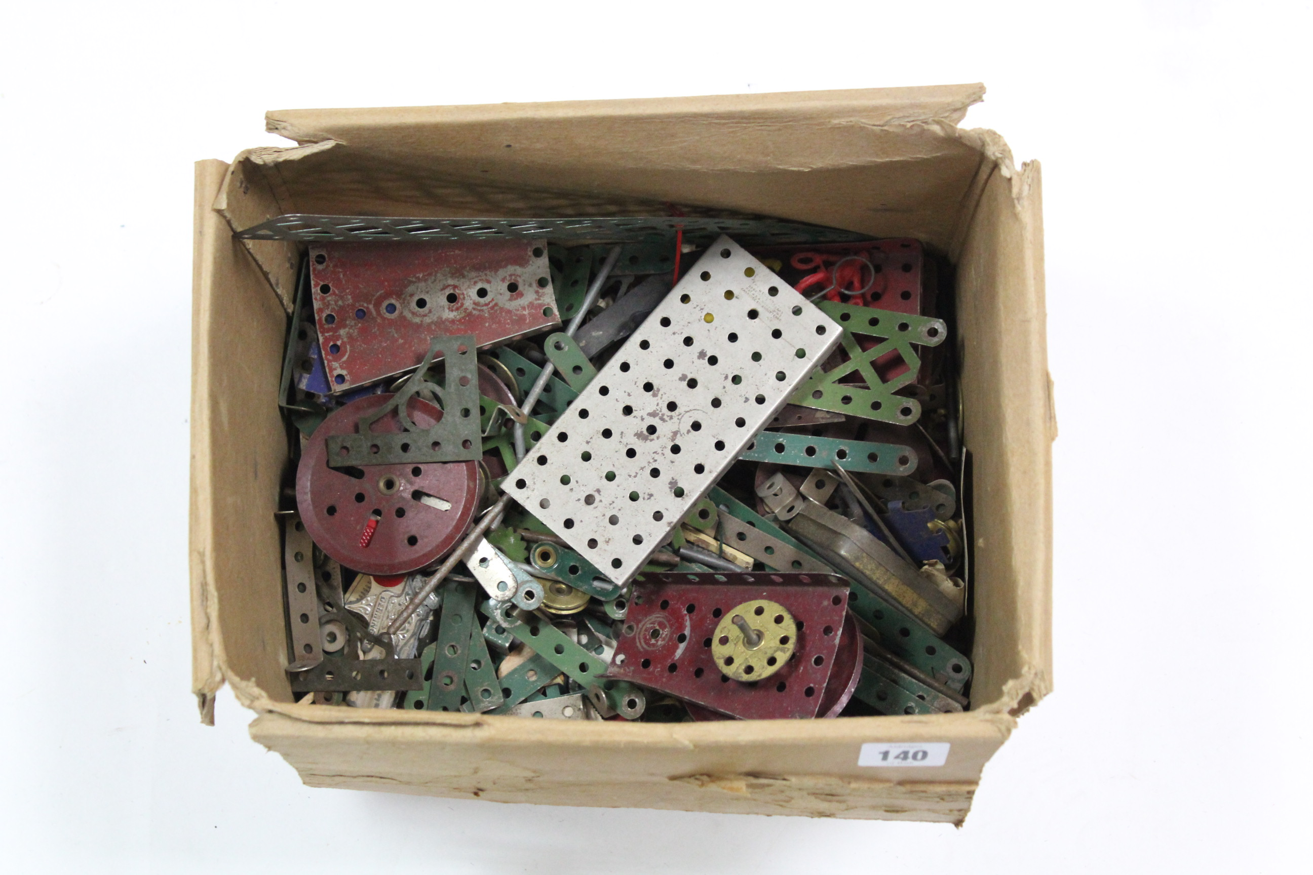 Lot 140 - Various items of loose Meccano; & numerous painted lead toy figures, etc.