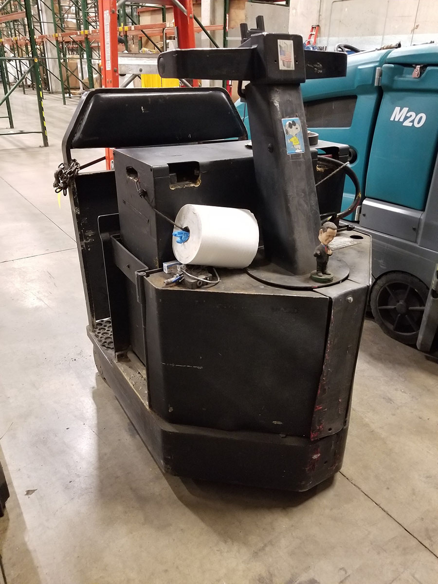 1998 CROWN STAND UP ELECTRIC TUG MACHINE, REAR BALL, 2,500 LB. CAPACITY,36V WITH CHARGER - Image 3 of 7