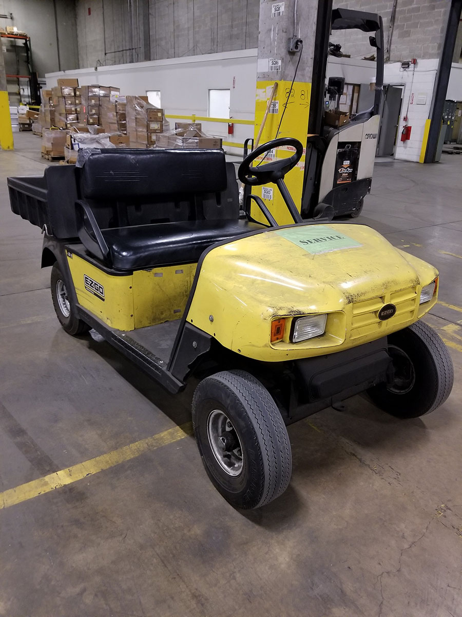 EZ-GO ELECTRIC GOLF CART, YELLOW, DUMP BED, PNEUMATIC TIRES, FLOOR HORN, 110V CHARGE - Image 2 of 7