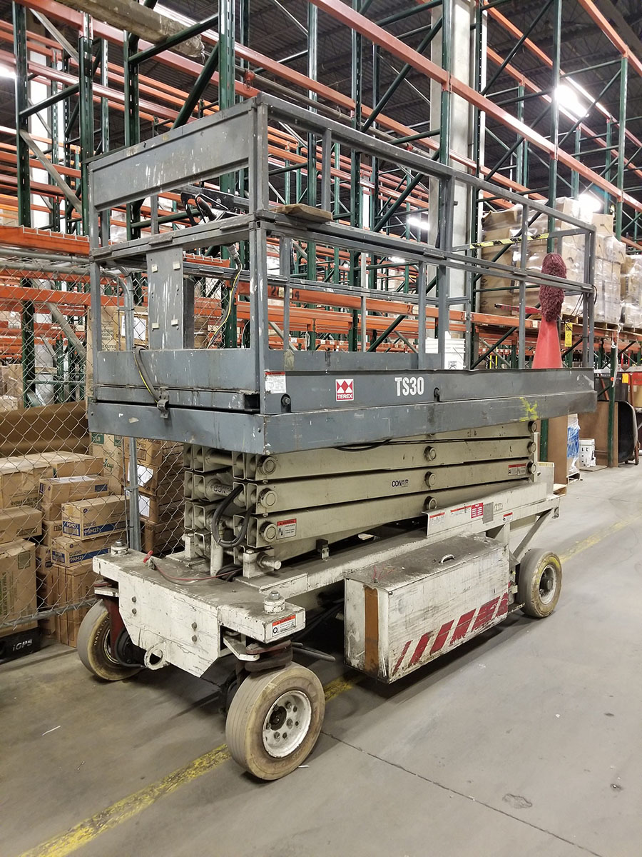 TEREX TS-30 ELECTRIC SCISSOR LIFT, 700 LB. CAPACITY, 300 LB. EXTENDED CAPACITY, 3-PERSON, SOLID - Image 2 of 10