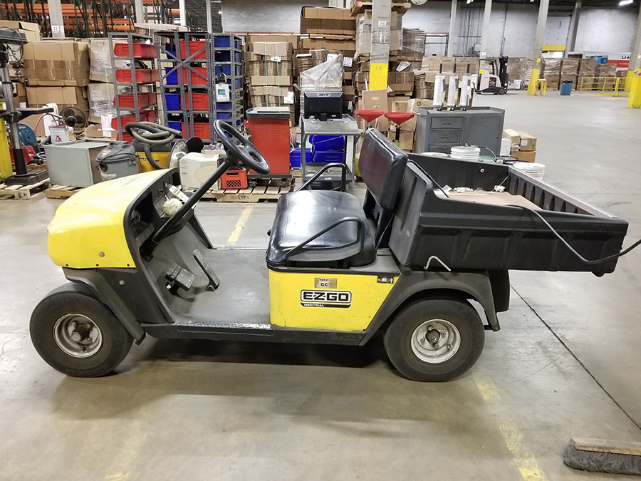 EZ-GO ELECTRIC GOLF CART, YELLOW, DUMP BED, PNEUMATIC TIRES, FLOOR HORN, 110V CHARGE - Image 5 of 7