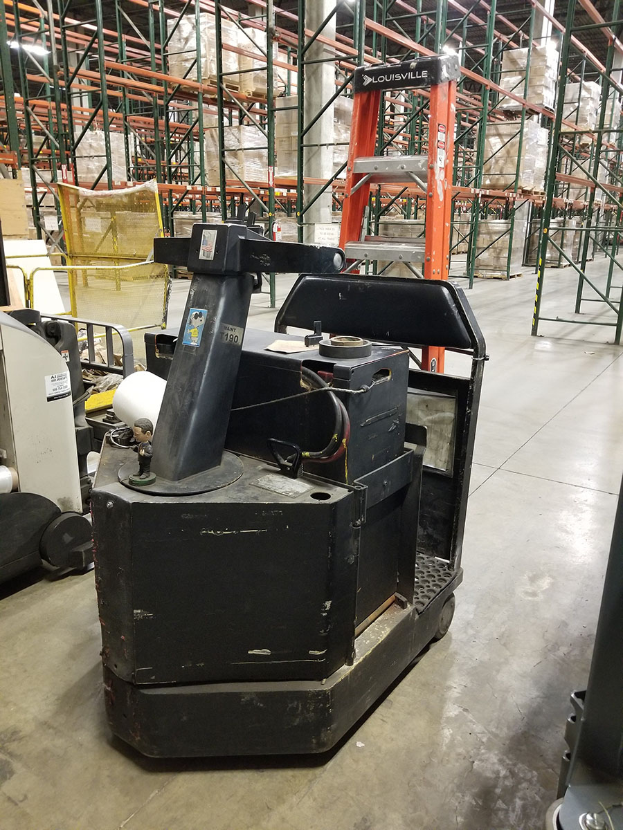 1998 CROWN STAND UP ELECTRIC TUG MACHINE, REAR BALL, 2,500 LB. CAPACITY,36V WITH CHARGER - Image 2 of 7