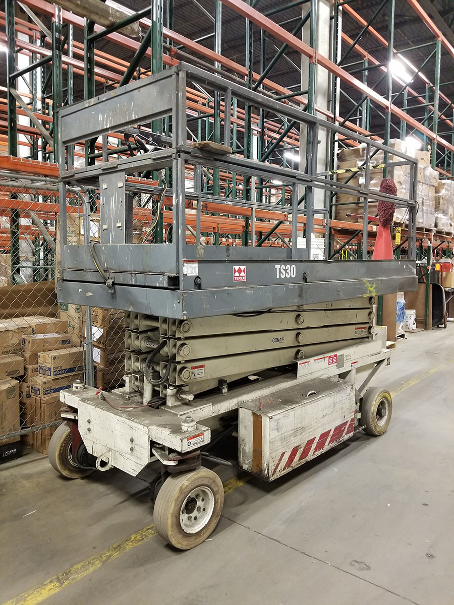 TEREX TS-30 ELECTRIC SCISSOR LIFT, 700 LB. CAPACITY, 300 LB. EXTENDED CAPACITY, 3-PERSON, SOLID - Image 3 of 10