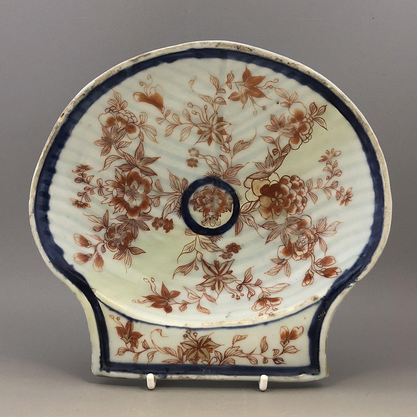 Lot 7 - Antique Chinese imari ribbed shell scallop shape dish, early Qianlong (1736-95)
