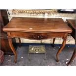 19TH CENTURY MAHOGANY FOLD OVER TOP CARD TABLE IN FRENCH TASTE ON CABRIOLE LEGS 89CM X 73CM X 44CM
