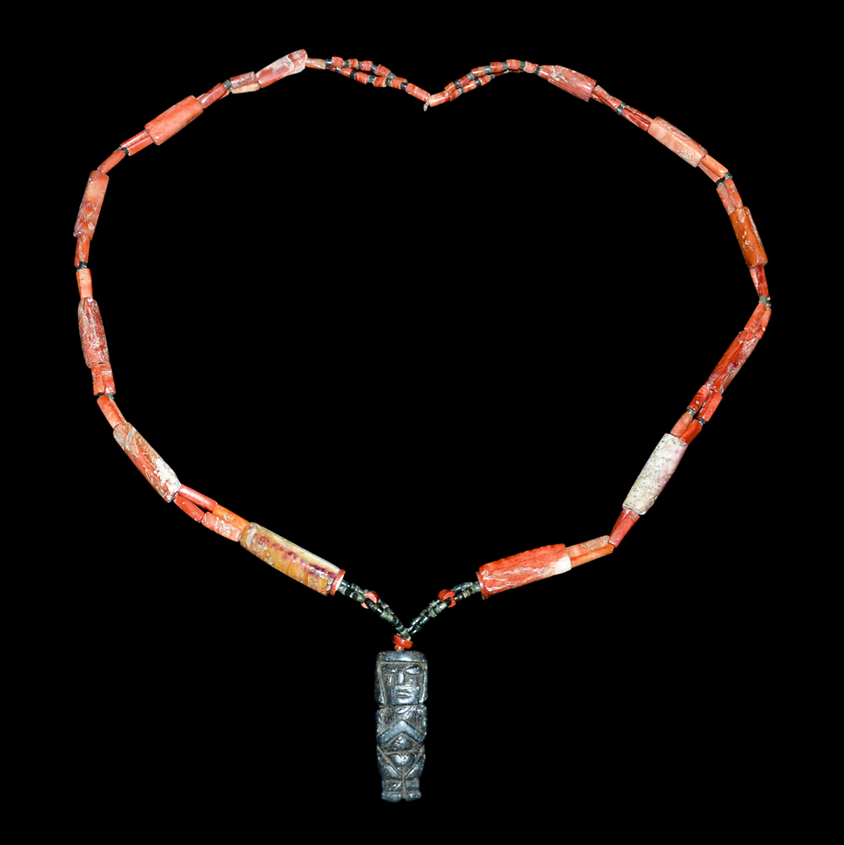 Lot 18 - 舊紅珊瑚筒形珠項鏈掛飾 Coral Necklace with Cylindrical Beads and a Figure Pendant Diameter: 9½ in (24.1 cm)