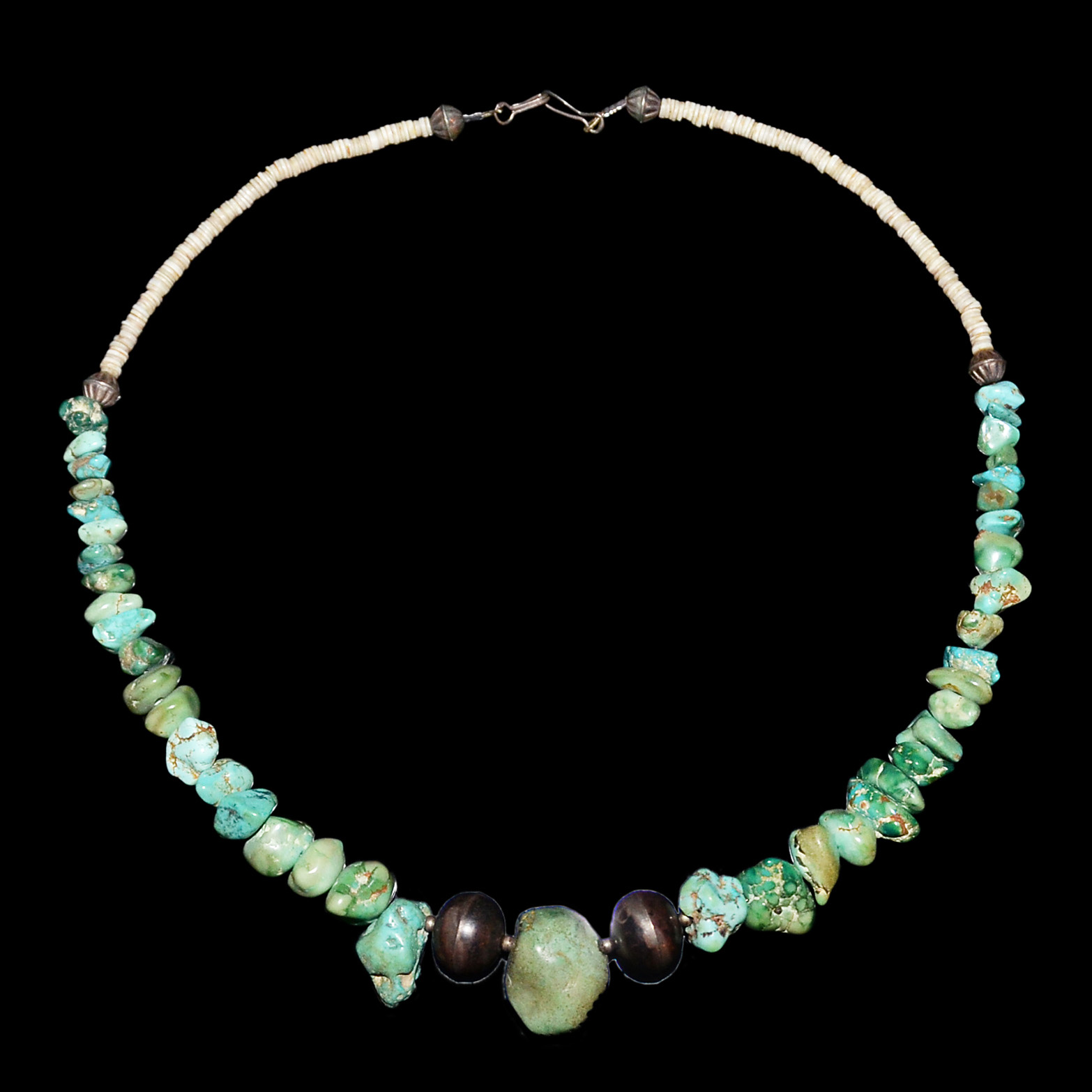 Lot 23 - 天然意形綠松石銅珠項鏈掛飾 Turquoise Bead Necklace in Naturalistic Form with Copper Beads Diameter: 7 in (17.8