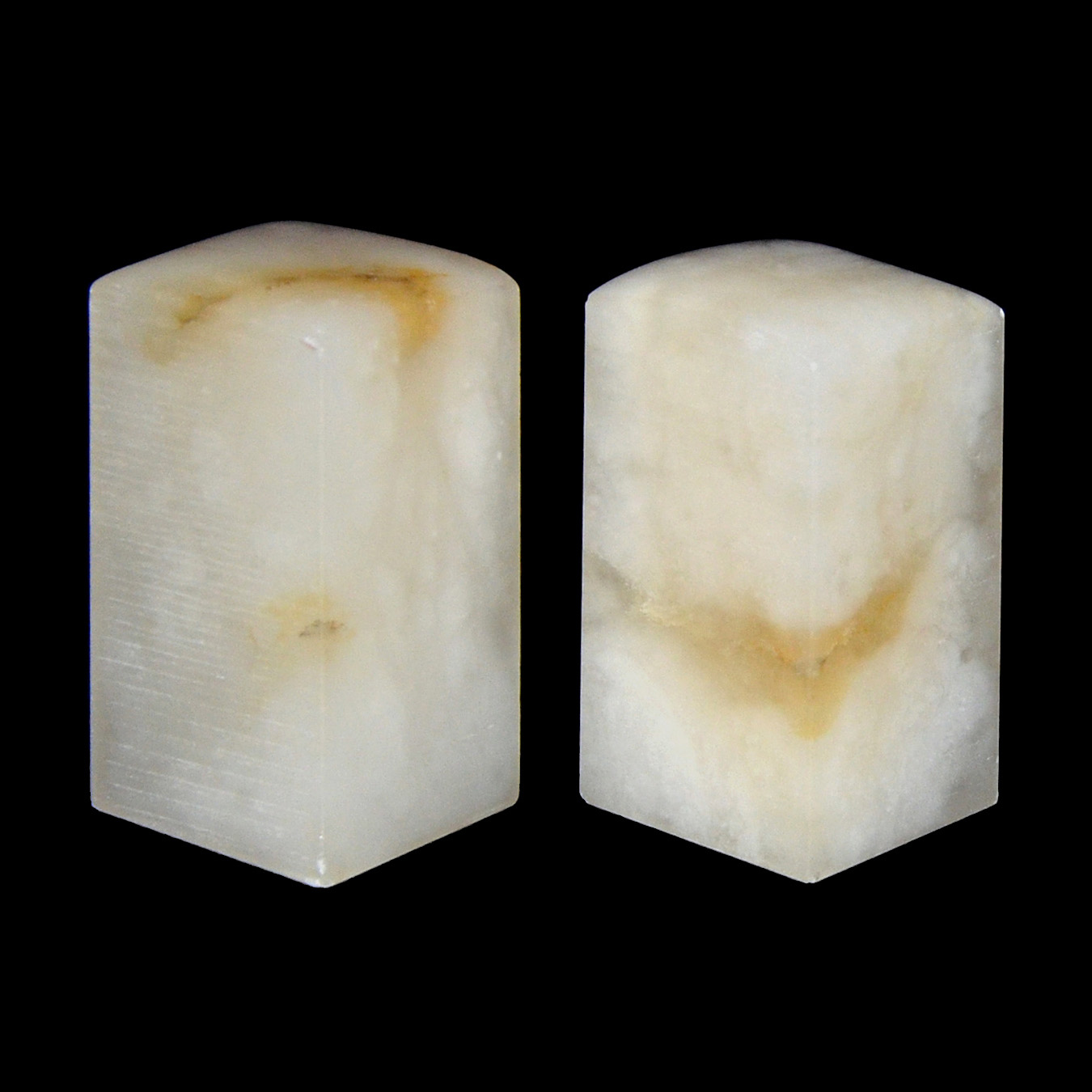 Lot 47 - 白芙蓉荔枝凍印料一對 A Pair of Columnar Icy-Glazed Furong Stone Seal Height: 2¼ in (5.7 cm) x 2 Weight: 123 g,