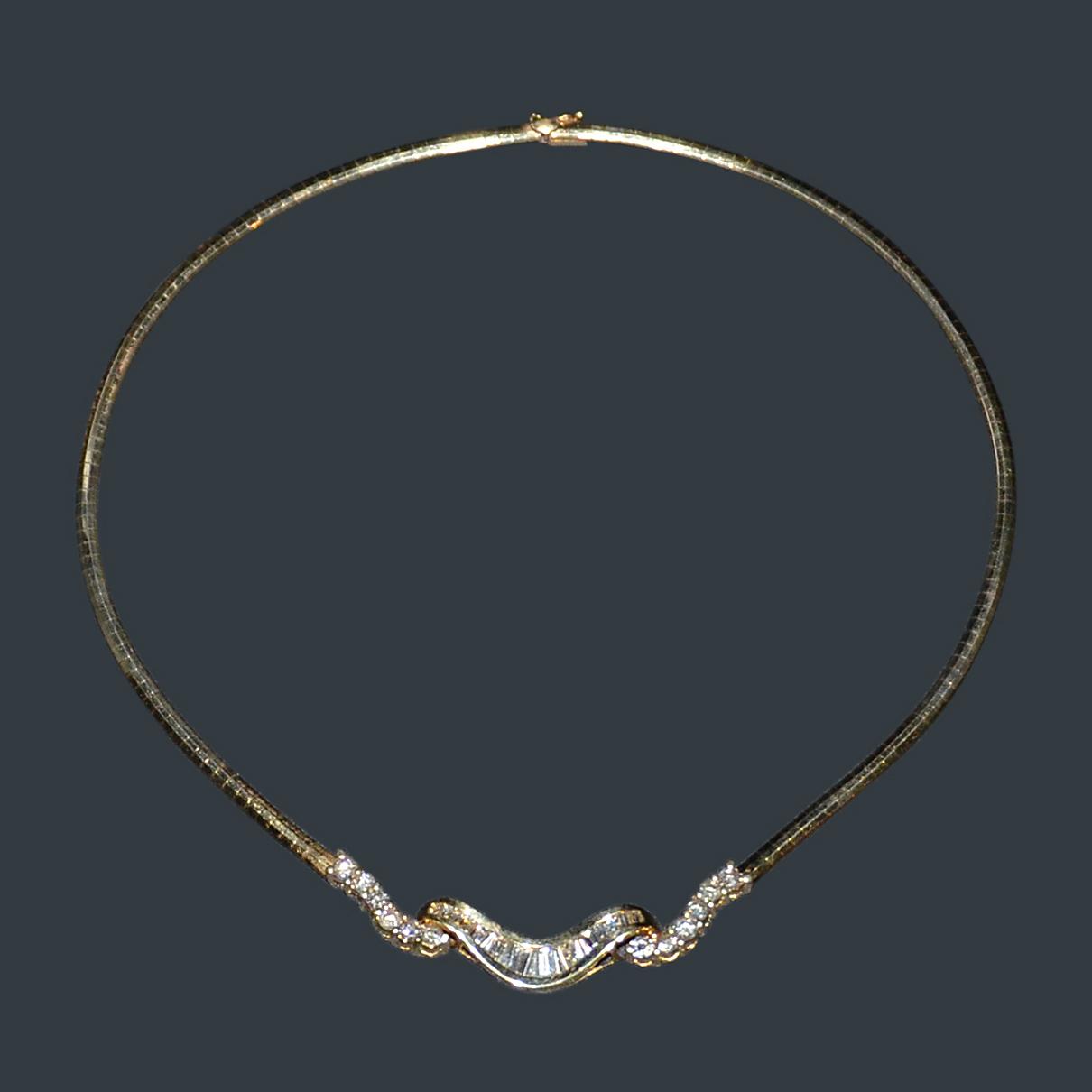 Lot 12 - 2.65 克拉鑽石項錬,鑲14K黃金 附美國寶石學院 AIG 鑒定證書 Yellow Gold Diamond Necklace 14 kt Yellow Gold 2.65ct Diamond