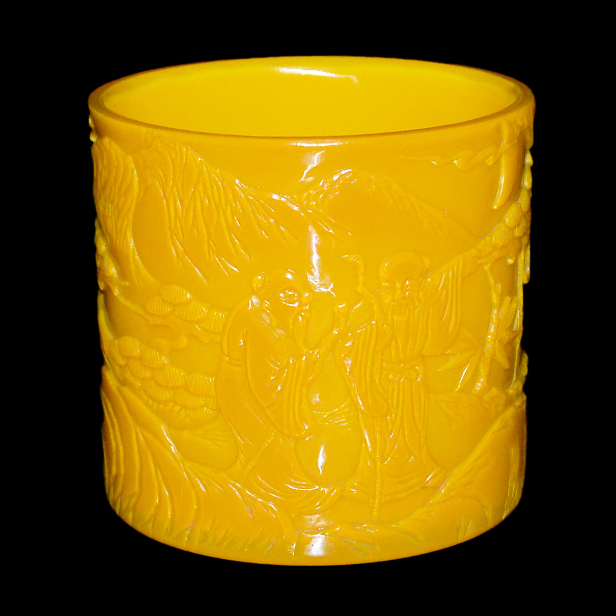 Lot 53 - 料彩黃地雕三老玩月筆筒 A Yellow Glass Brush Pot with Relief Carved Three Scholars Height: 5⅝ in (14.3 cm)