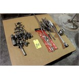 Lot 24 - LOT CONSISTING OF: tools, Jacobs chuck, tap & die handles (Location A)