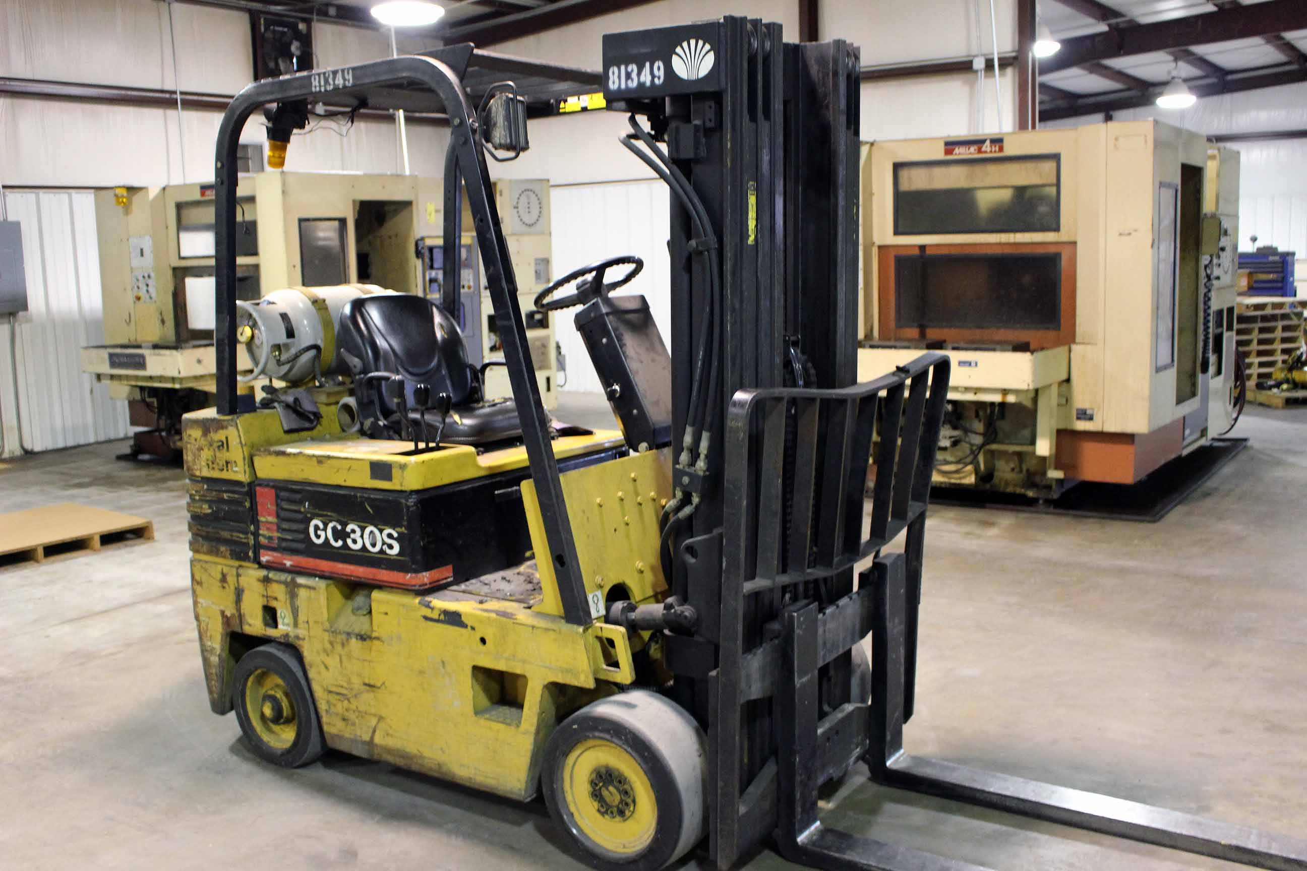 "Lot 19 - FORKLIFT, DAEWOO 6,000 LB. CAP. MDL. GC30S-2, LP gas pwrd., 3-stage mast, 173"" lift ht., 4' forks,"