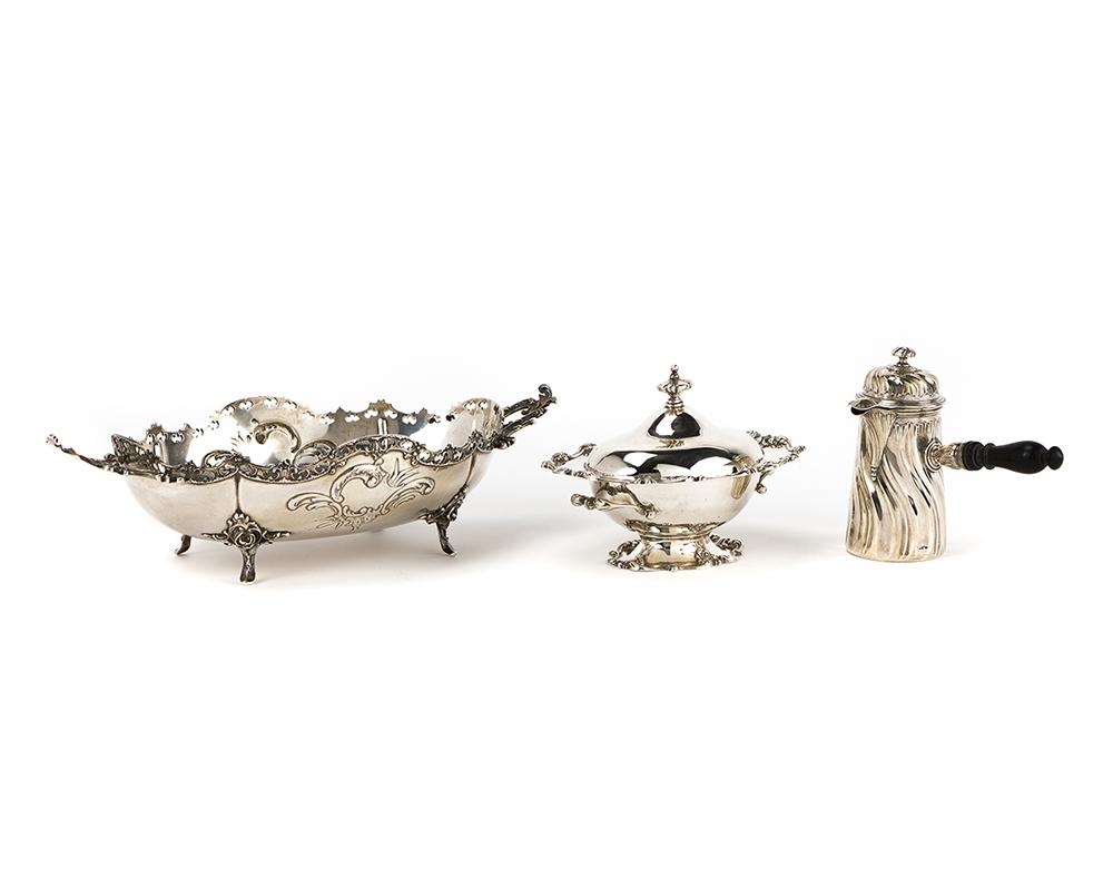 Lot 1260 - Three silver objects