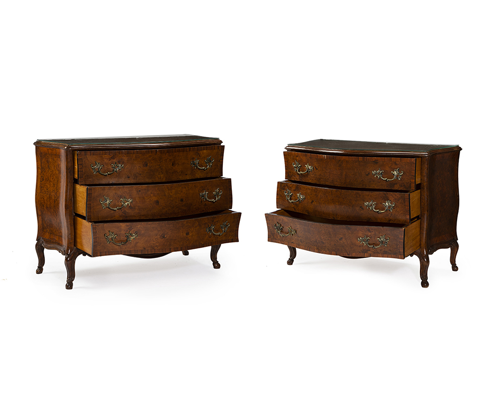 Lot 1050 - A pair of French-style commodes