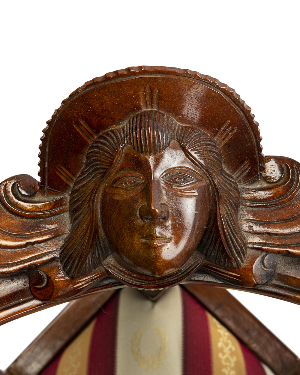 Lot 1035 - A Continental carved wood tête-à-tête
