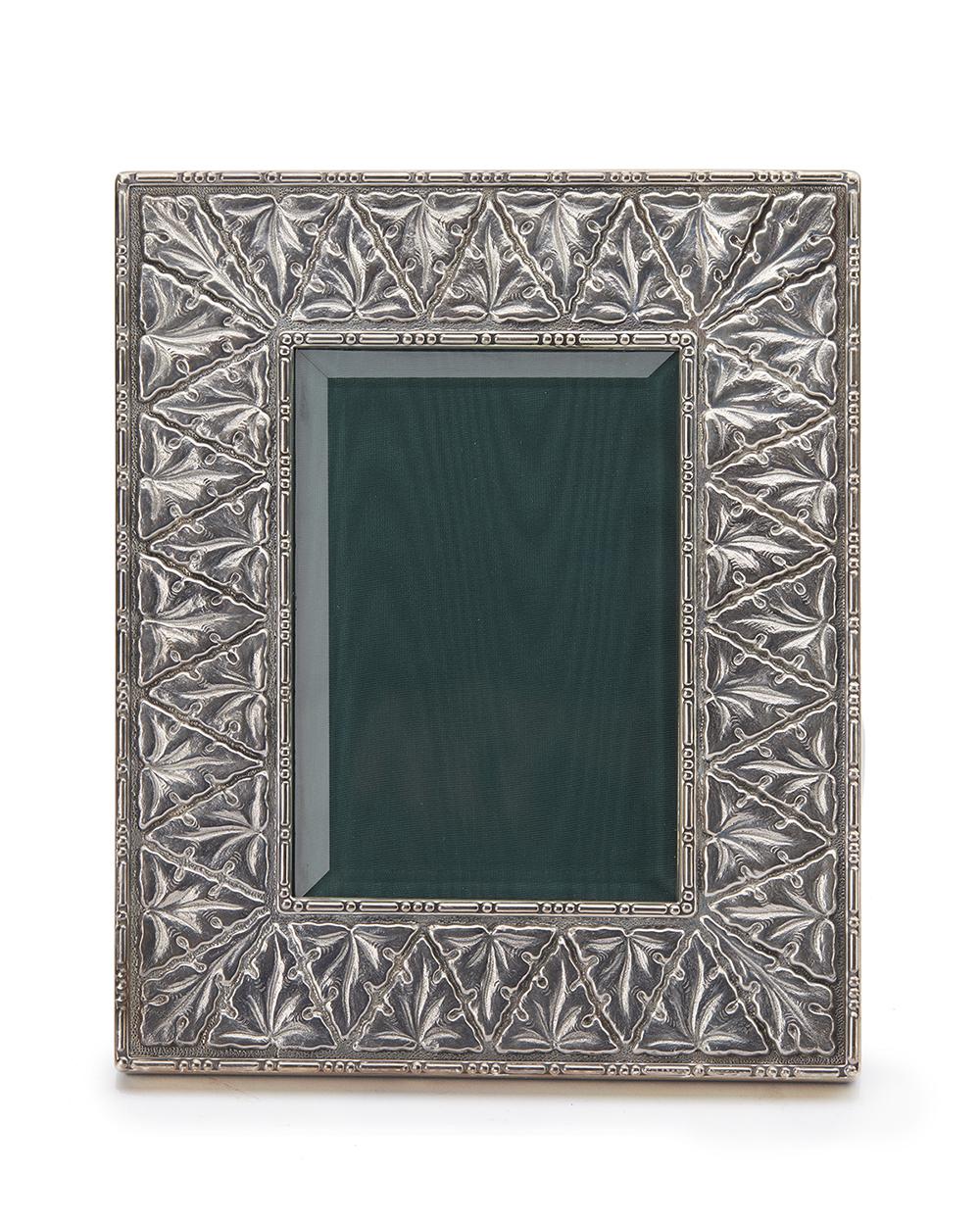 Lot 1231 - A Buccallati sterling silver picture frame