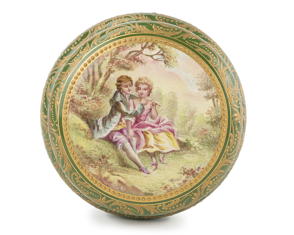 Lot 1055 - A French Sèvres-style vanity box