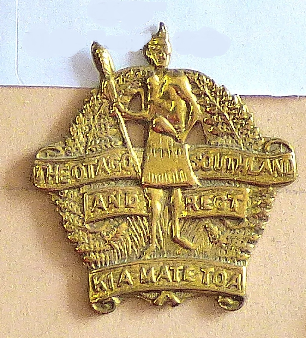 Lot 523 - New Zealand - 8th (Southland Rifles) Regiment - Brass - Three Banners