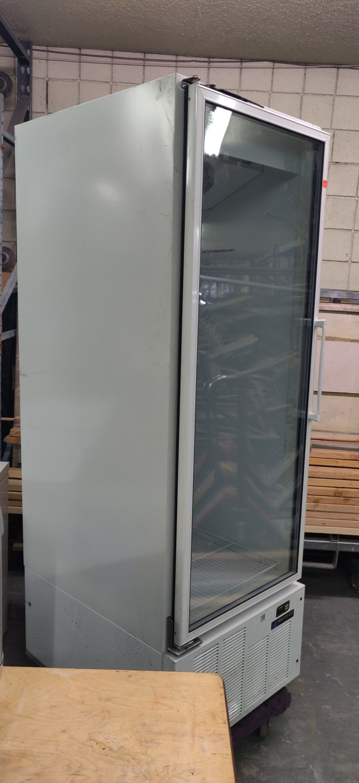 Lot 518 - MASTER BILT SINGLE DOOR GLASS FRIDGE (MODEL IM-23GB)