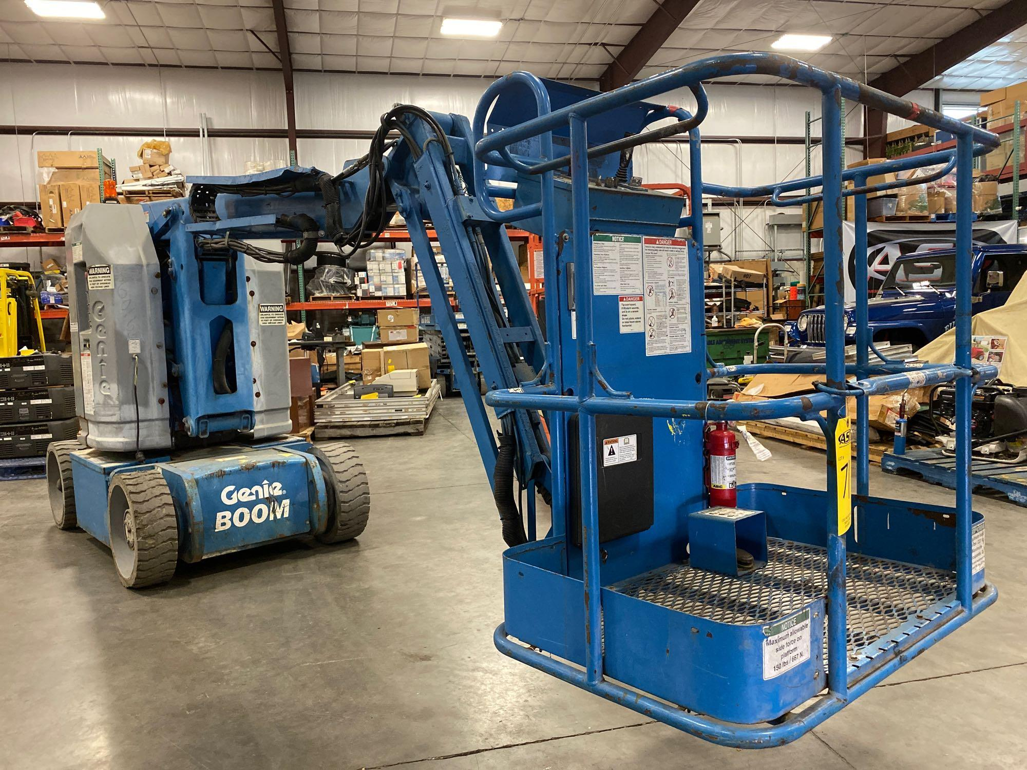 Lot 71 - GENIE Z-30/20N ELECTRIC ARTICULATING BOOM LIFT, 30' PLATFORM HEIGHT, BUILT IN BATTERY CHARGER, RUNS