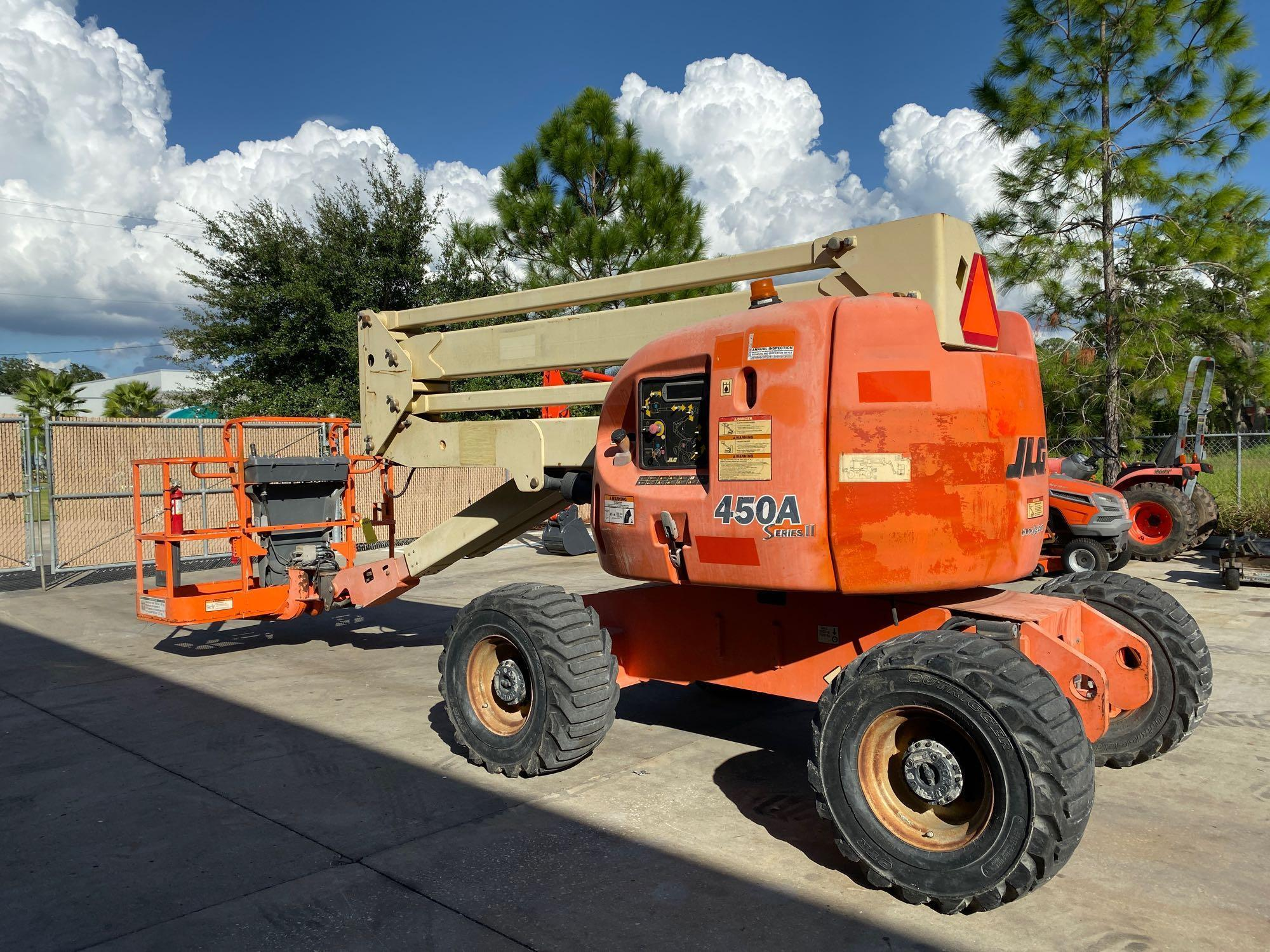 Lot 10 - JLG 450A DIESEL POWERED ARTICULATING BOOM LIFT, 45' PLATFORM HEIGHT, RUNS AND OPERATES