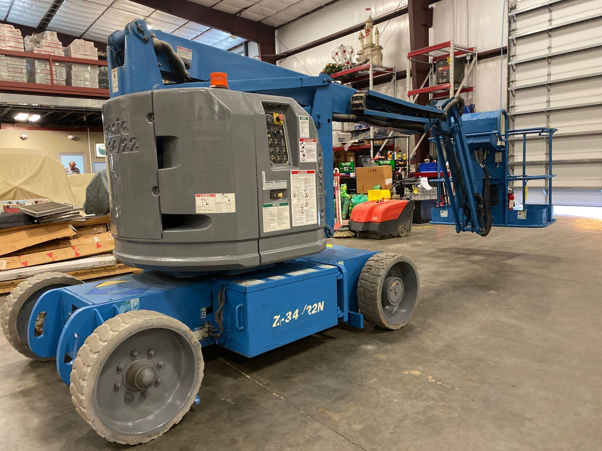Lot 72 - GENIE Z-30/20N ELECTRIC ARTICULATING BOOM LIFT, 30' PLATFORM HEIGHT, BUILT IN BATTERY CHARGER, RUNS