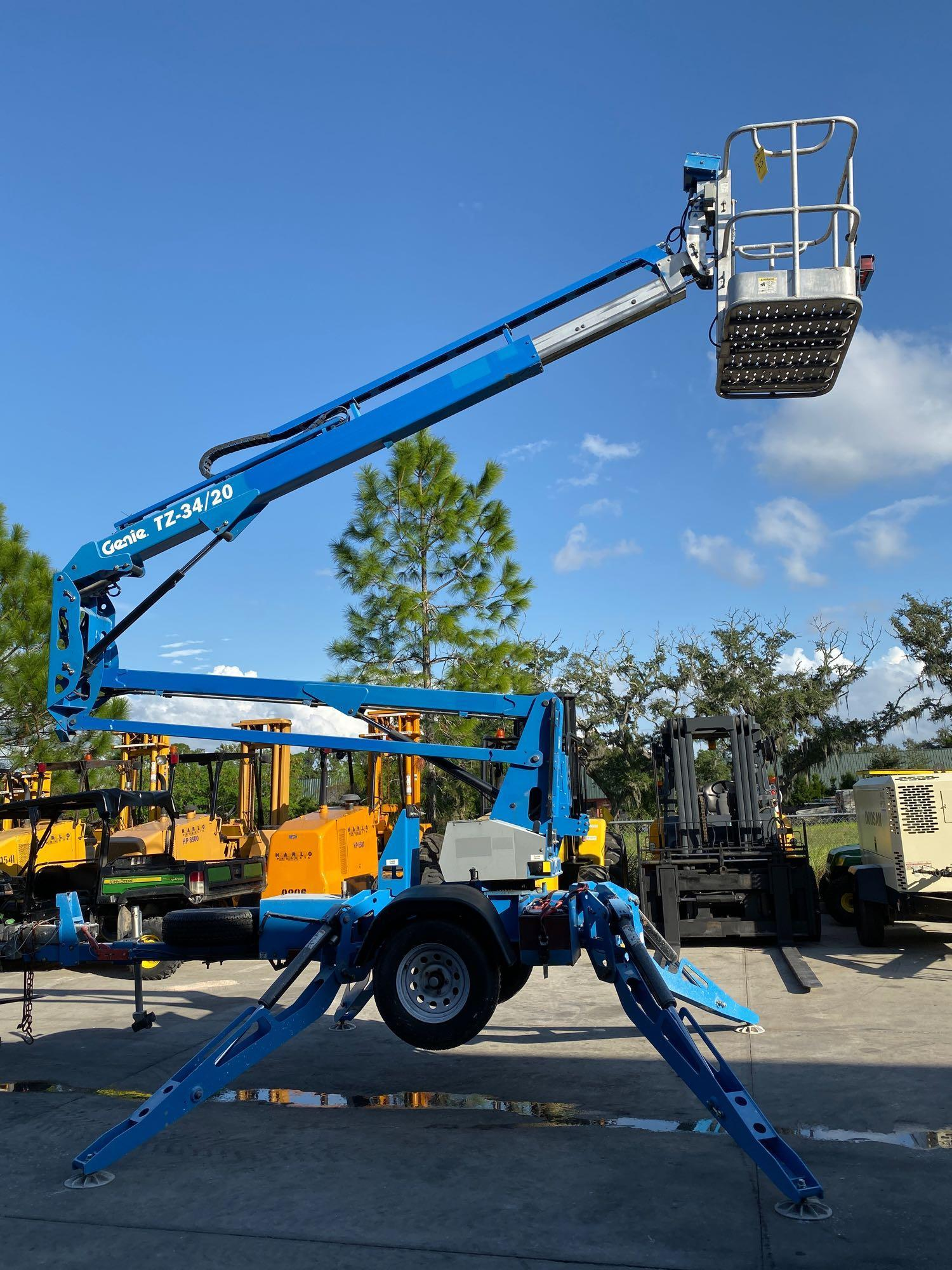 Lot 35 - 2015 GENIE TZ-34 TRAILER MOUNTED, TOW BEHIND, ARTICULATING ELECTRIC MAN LIFT, OUTRIGGERS, 34' PLATFO