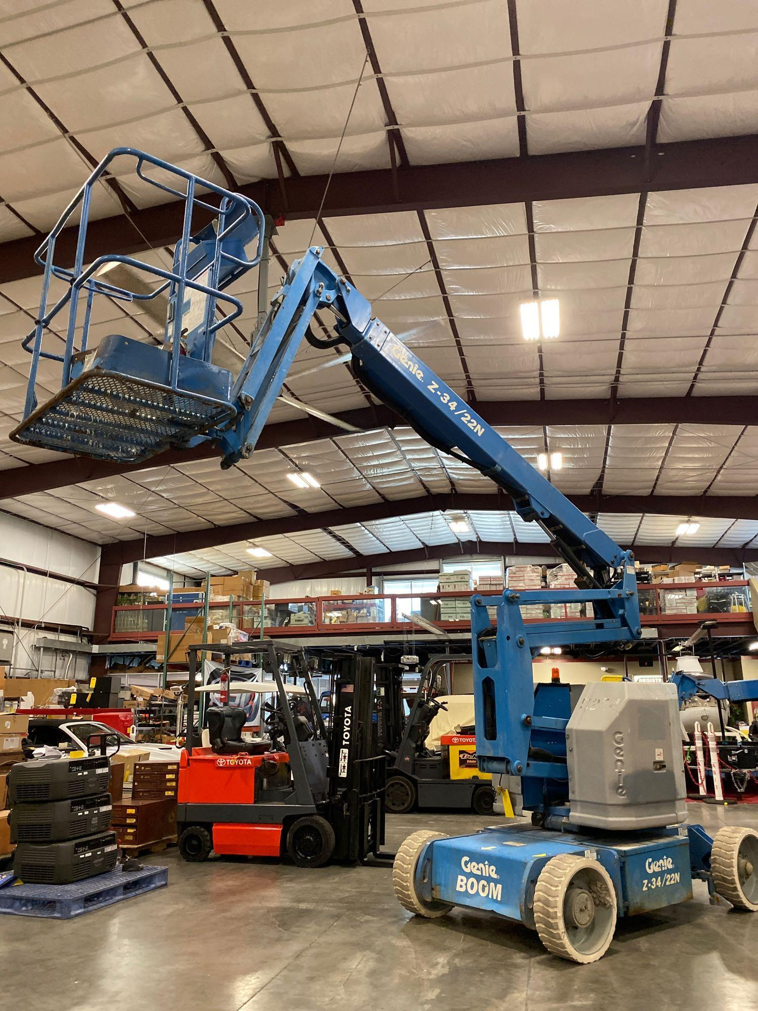 Lot 67 - GENIE Z-34/22N ARTICULATING ELECTRIC BOOM LIFT, NON MARKING TIRES, 34' PLATFORM HEIGHT, BUILT IN BAT