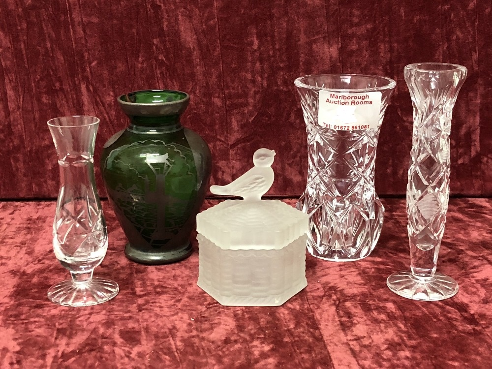 Lot 7 - A small collection of glass.