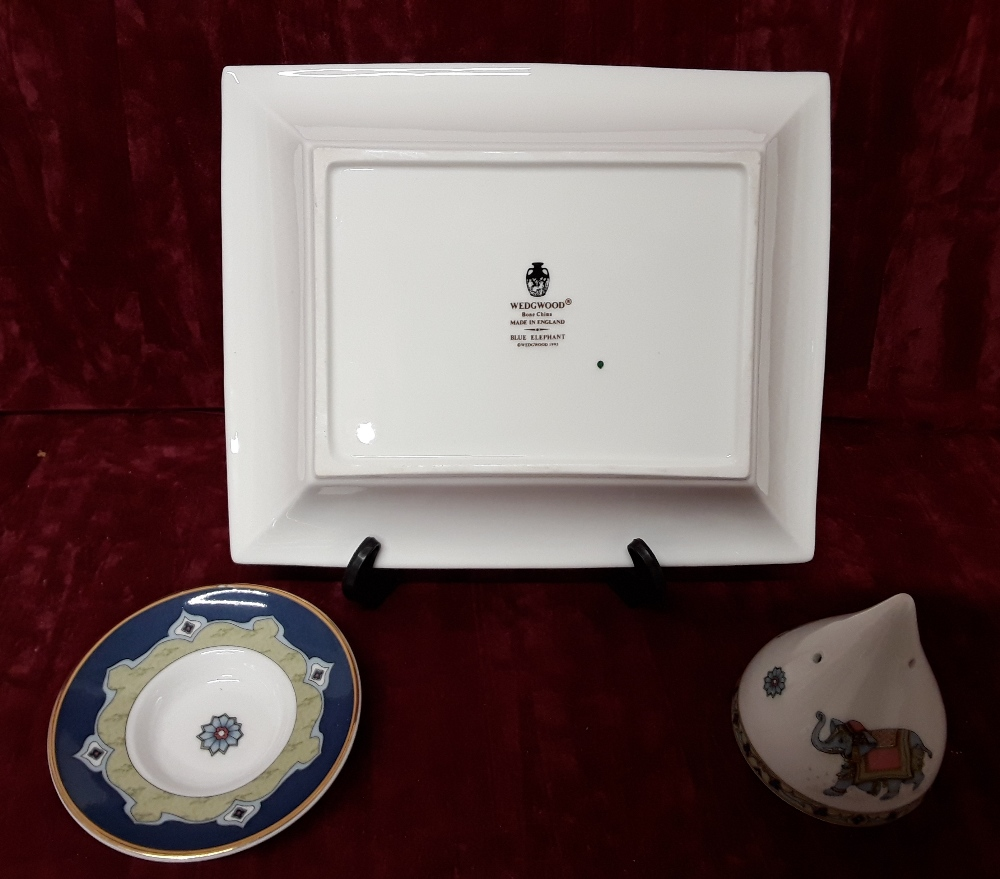 Lot 39 - A Wedgwood card tray and incense burner plus Wedgwood and Royal Doulton plates.