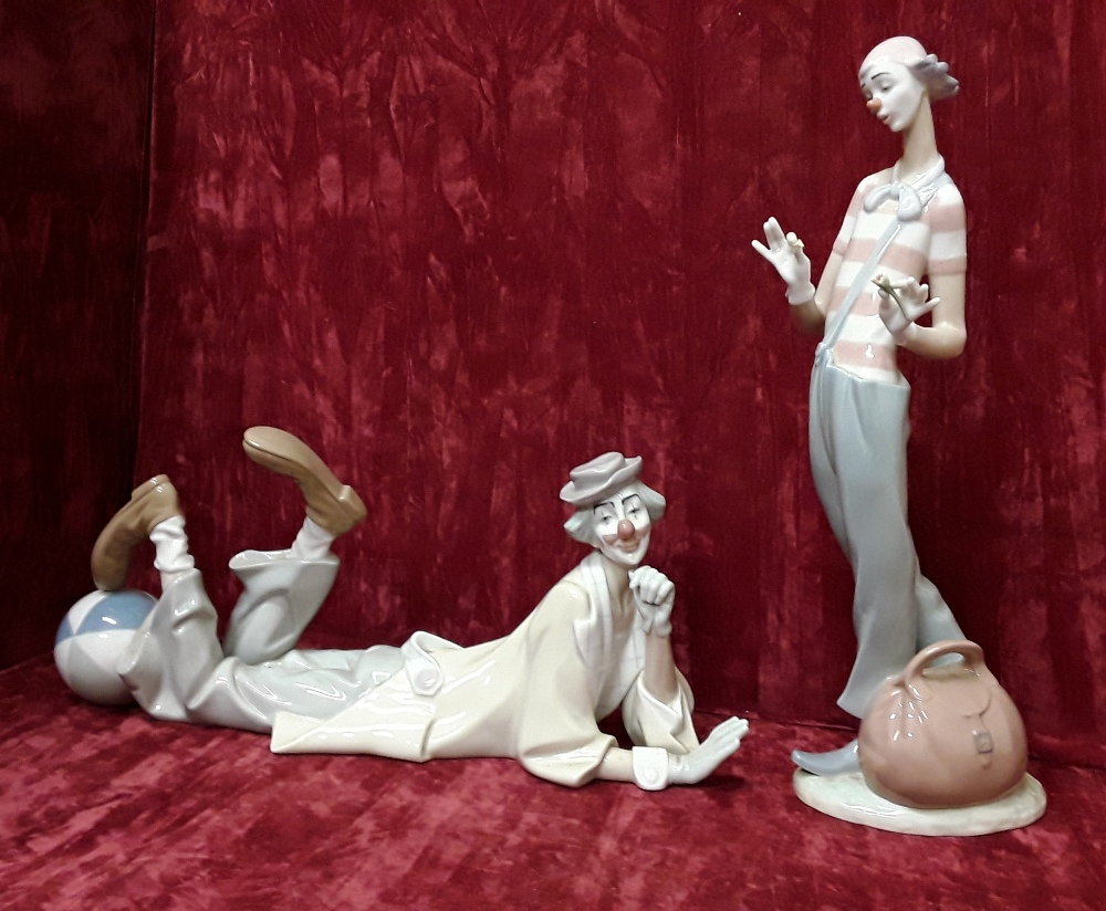 Lot 46 - A pair of large Lladro clown figurines. Signed to base. Number 4618 and 6997.