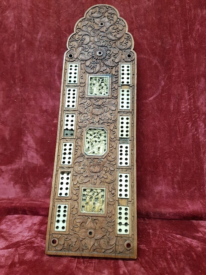 Lot 58 - A Chinese cribbage board.