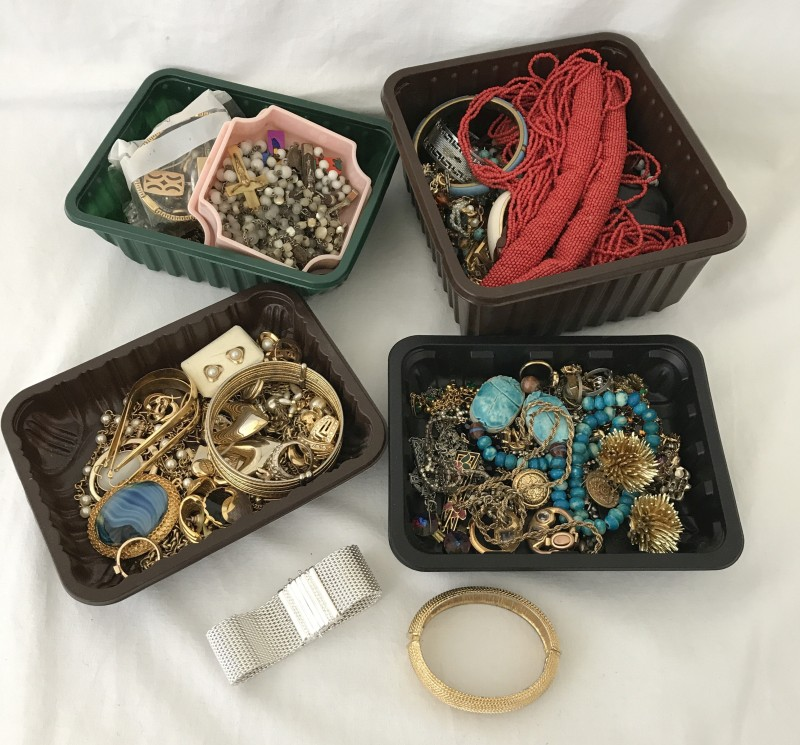 Lot 1035 - A Collection of costume jewellery to include Monet pieces.