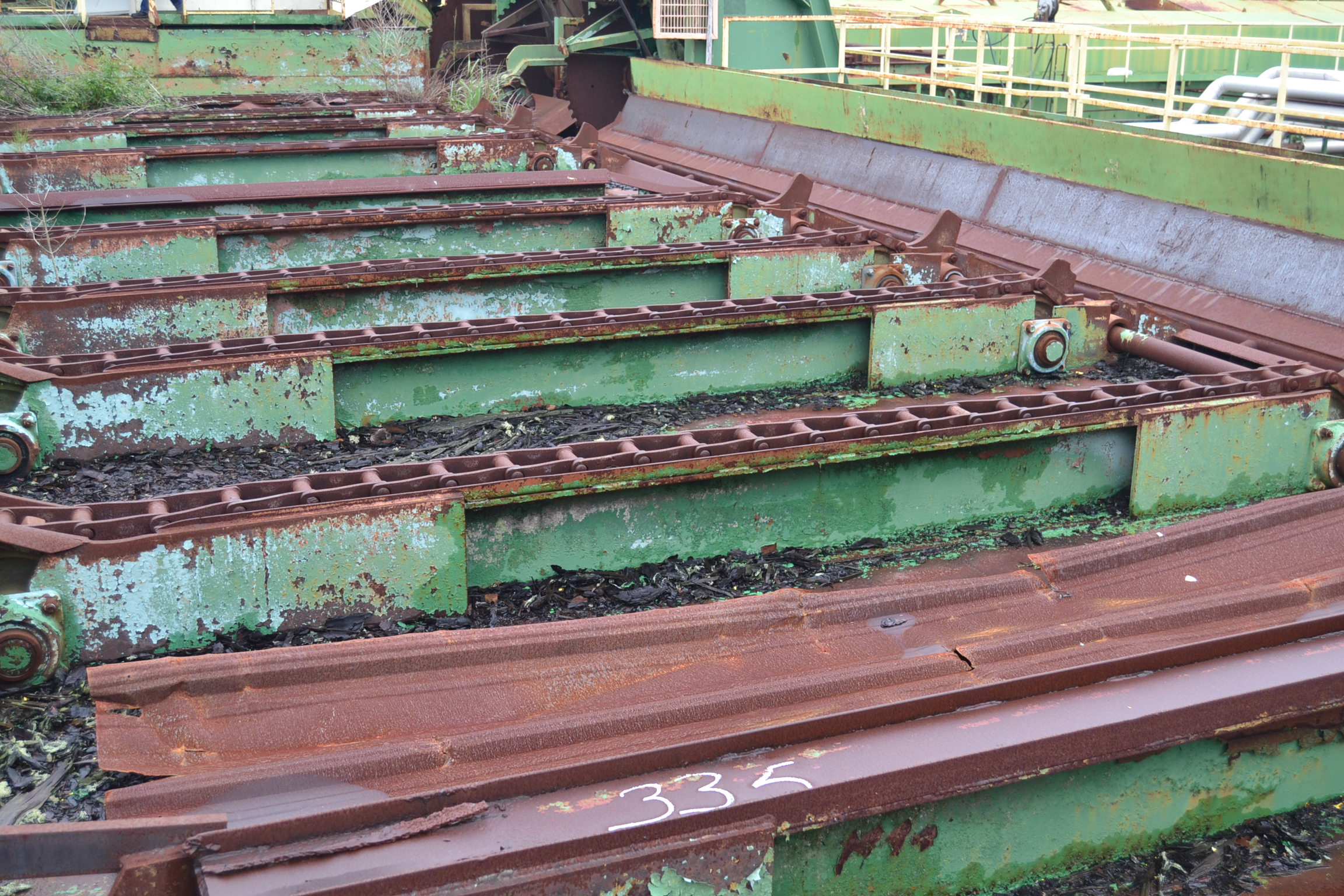 Lot 235 - 10' 8 STRAND TREE LENGTH LOG DECK W/ 8 ARM STOP AND LOADER W/ 2 DRIVES