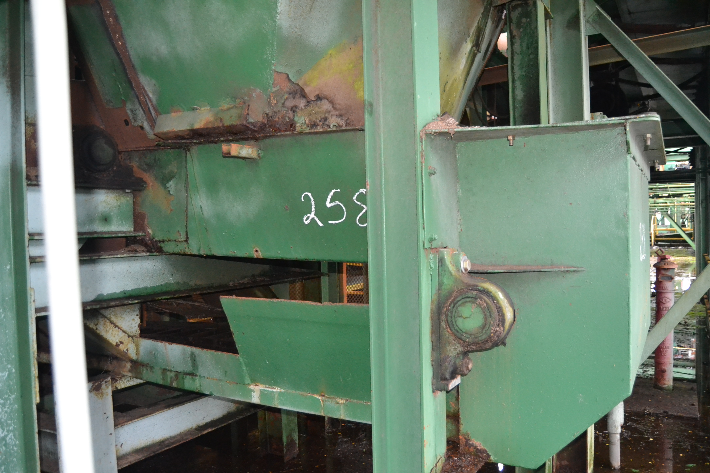 Lot 258 - 40' ALL STEEL WASTE CONVEYOR WDRIVE ; W/DOUBLE LADDER BACK CHAIN; W/DRIVE