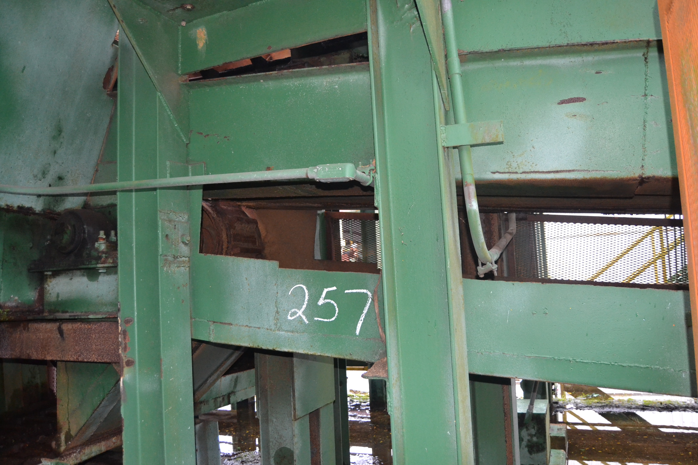 Lot 257 - 50' ALL STEEL WASTE CONVEYOR W/ DOUBLE LADDER BACK CHAIN W/ DRIVE