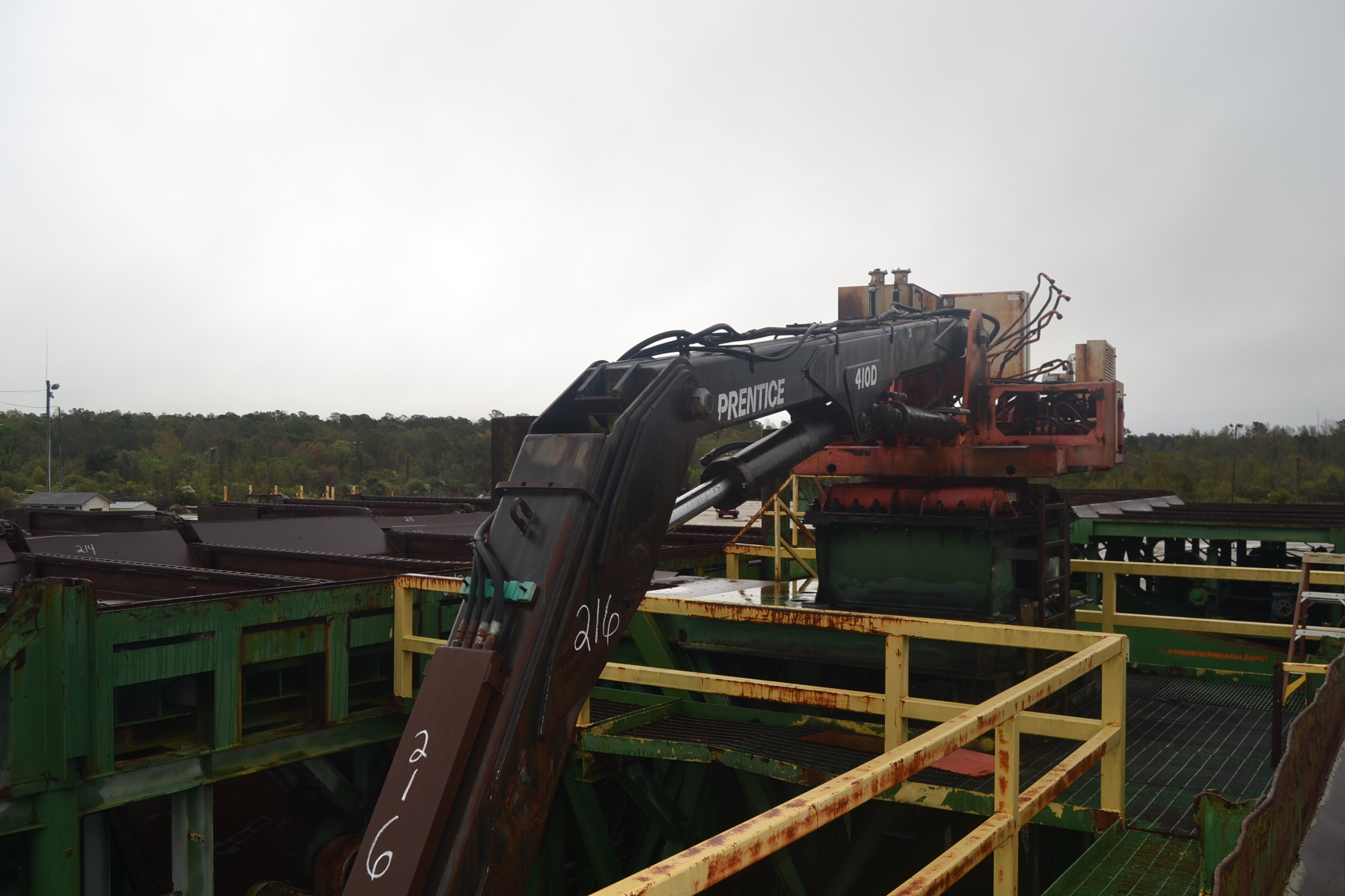 Lot 216 - PRENTICE 410D STATIONARY KNUCKLE BOOM LOADER W/CONT. GRAPPLE; W/75 HP MOTOR & CONTROLS