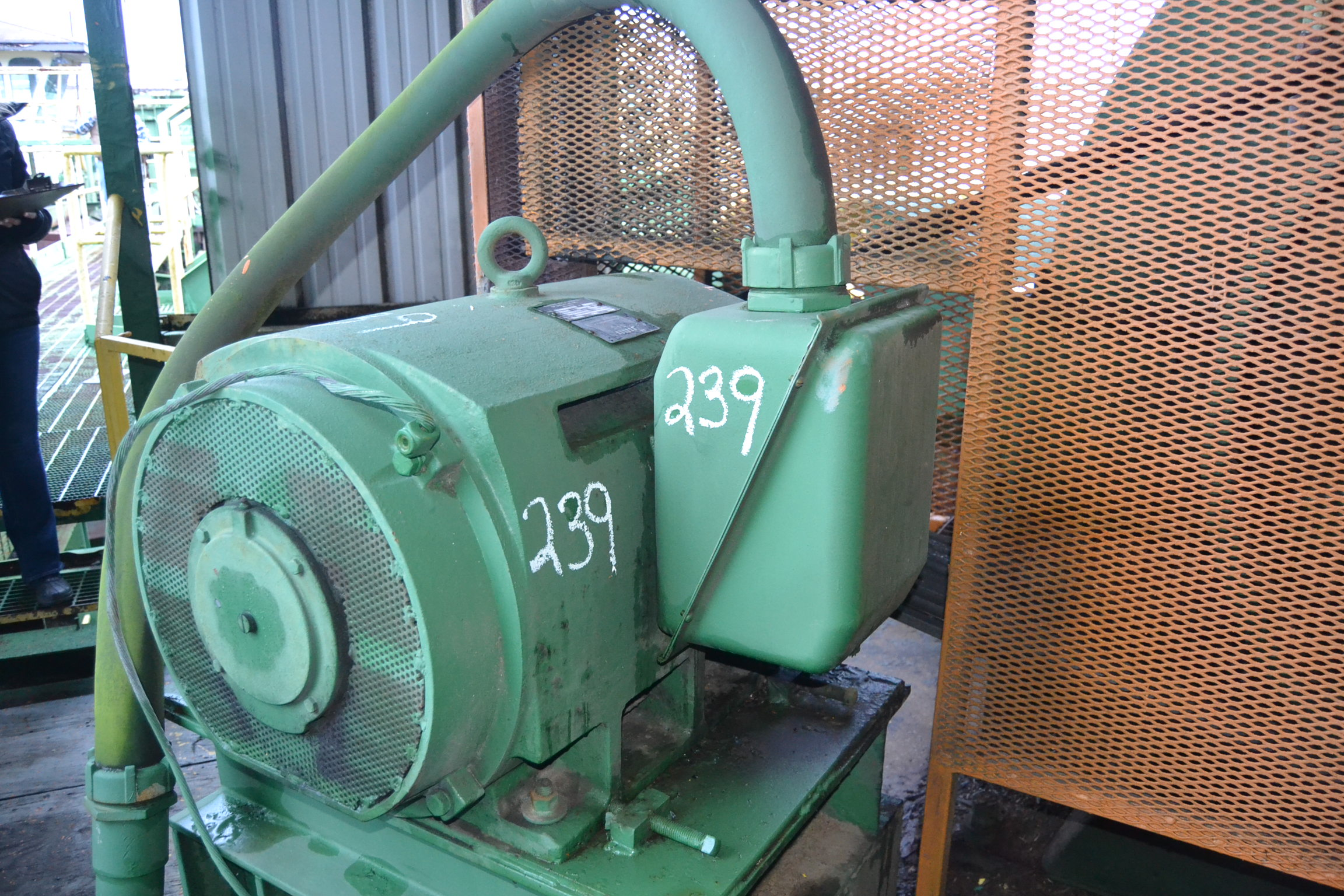 Lot 239 - 300HP MOTOR 460 VOLT 1775 RPM W/ 400 AMP DISCONNECT