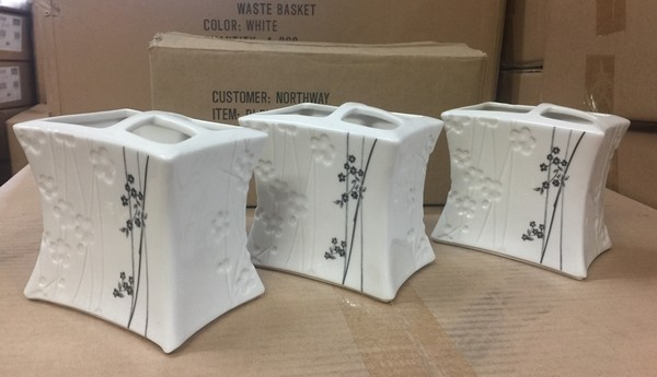 Lot 14 - 8 X NORTHWAY WHITE FLORAL TOOTHRBUSH HOLDERS
