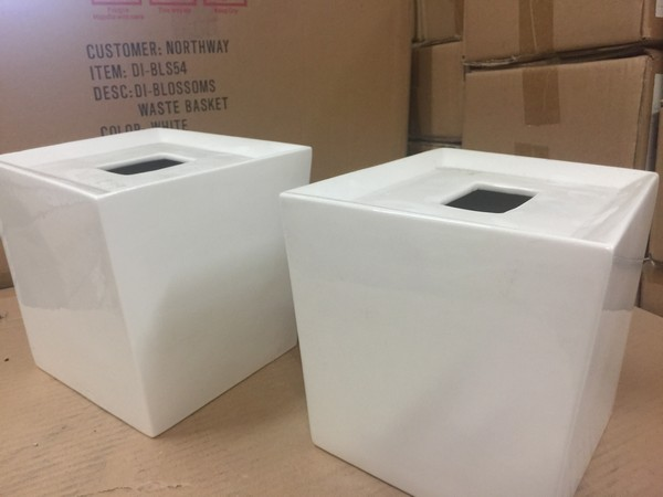 Lot 18 - 2 X WHITE ART DECO STYLE CERAMIC TISSUE BOX COVERS
