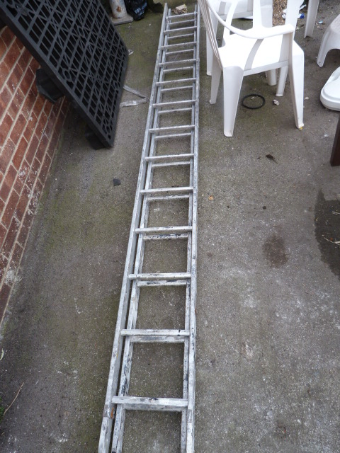 Lot 11 - 11.6ft Aluminium Extension Ladder