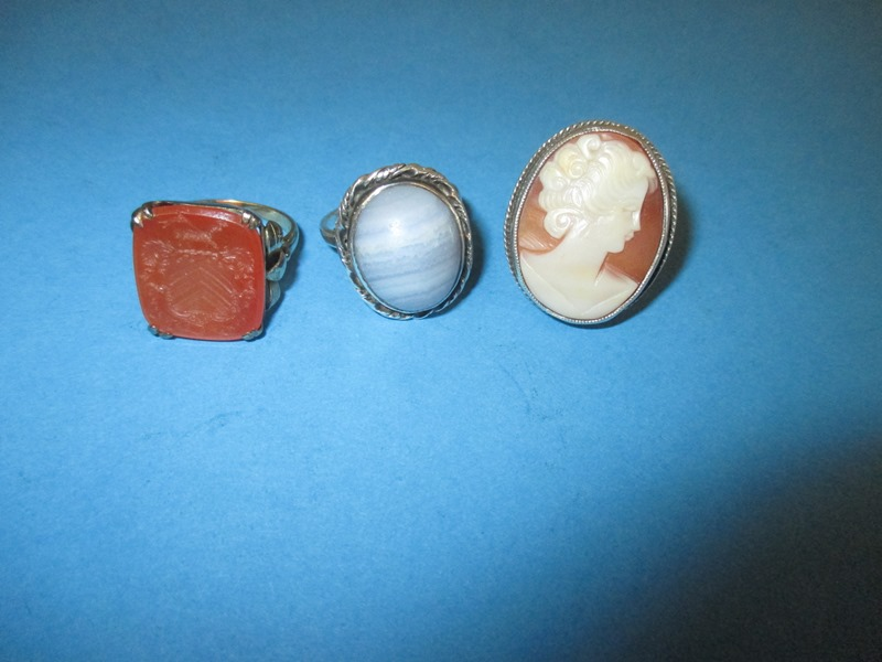 Lot 13 - A gold seal ring marked 585 and 2 silver rings