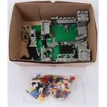 LEGO KNIGHTS: An original Lego Knights 6080 set ' King's Castle '.