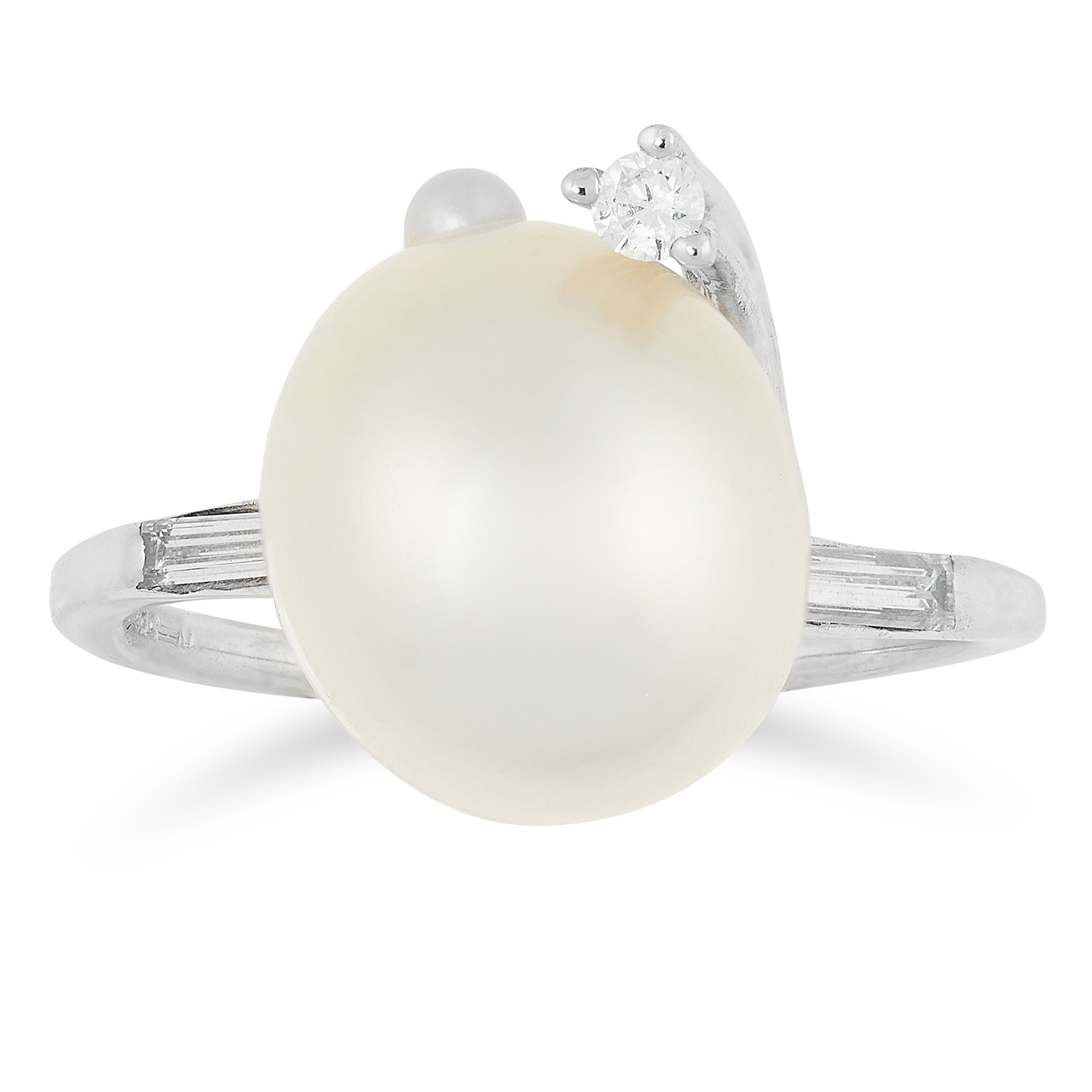 PEARL AND DIAMOND DRESS RING set with a pearl and round and baguette cut diamonds, size O / 7, 4.4g.