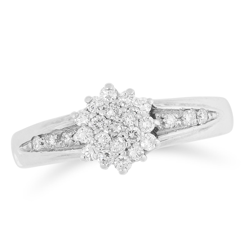 DIAMOND CLUSTER RING set with round cut diamonds, size O / 7, 4.6g.