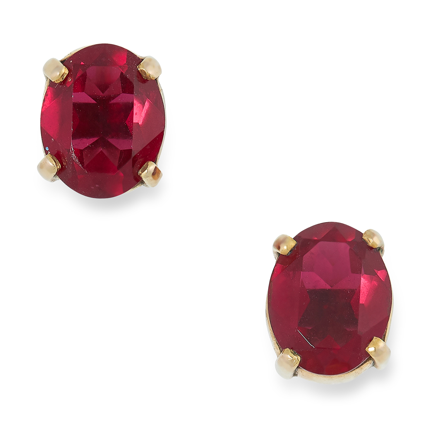 RED CRYSTAL STUD EARRINGS set with an oval faceted red crystal, 0.9cm, 3.5g.