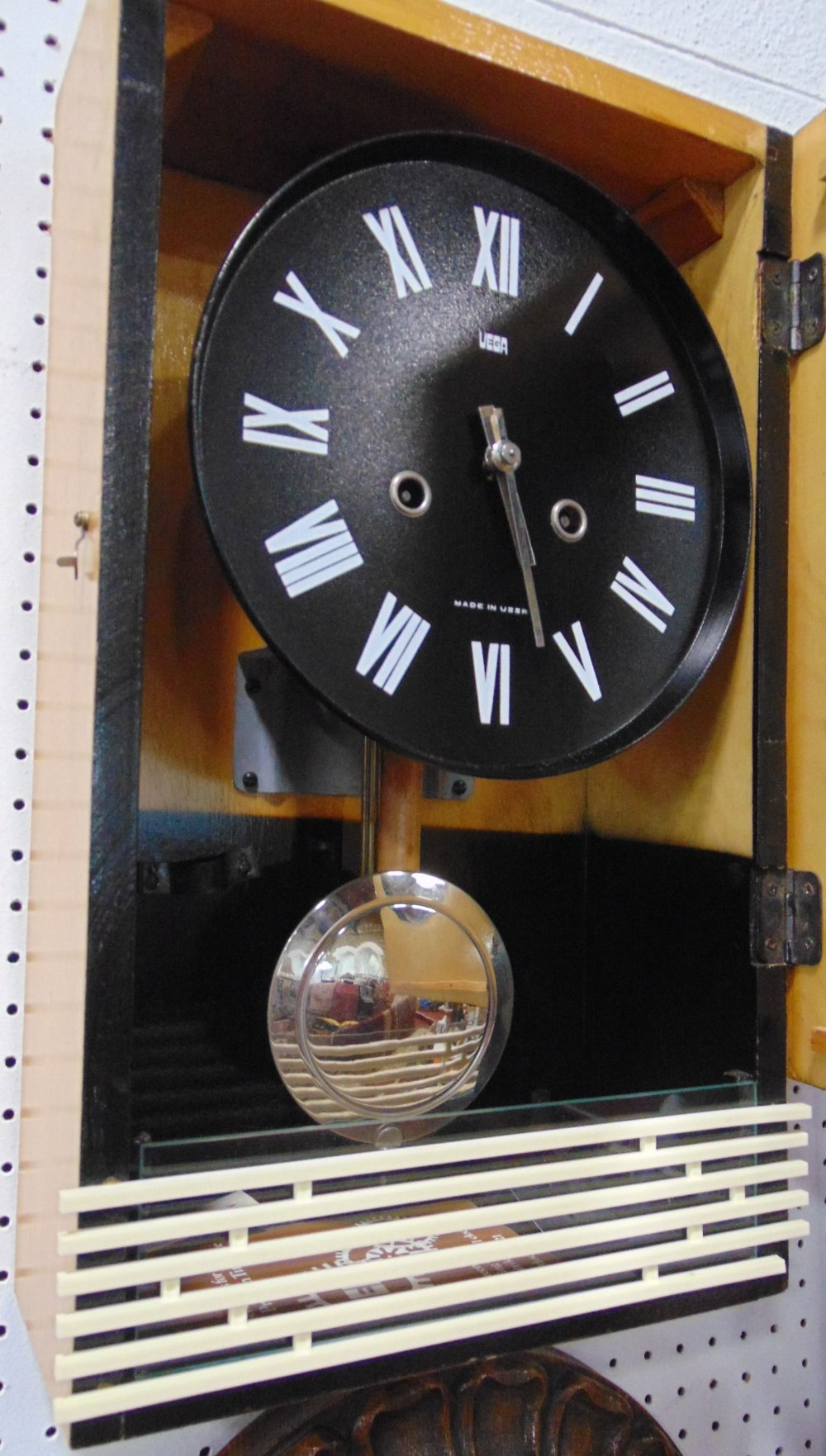 A collection of five various vintage wall clocks to include a 31 day clock with day/date aperture, a - Image 2 of 3