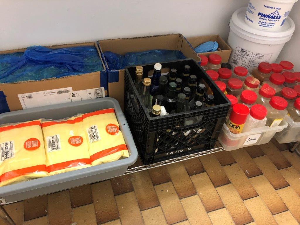 Lot d'aliments sur rack - Image 3 of 3