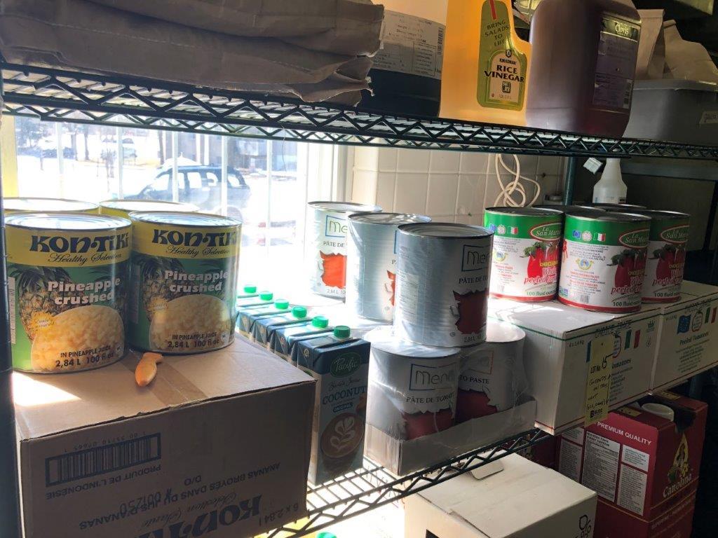 Lot d'items alimentaire incluant huiles, vinaigre, cannes - Image 2 of 3